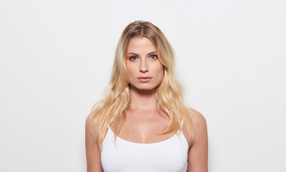 Caramel Contour hair color technique model before