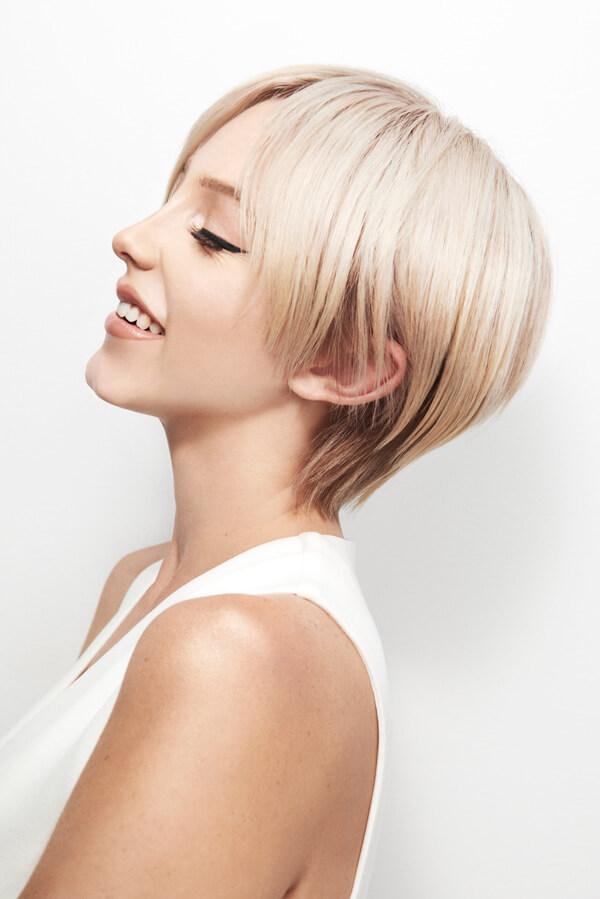 Women with short blonde bob